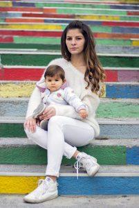 Детска фотосесия Ивон на шарените стълби