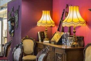 Фотография на аранжиран интериор на ресторант в Пловдив