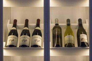 Снимка на селекция вина на ресторант Марбея