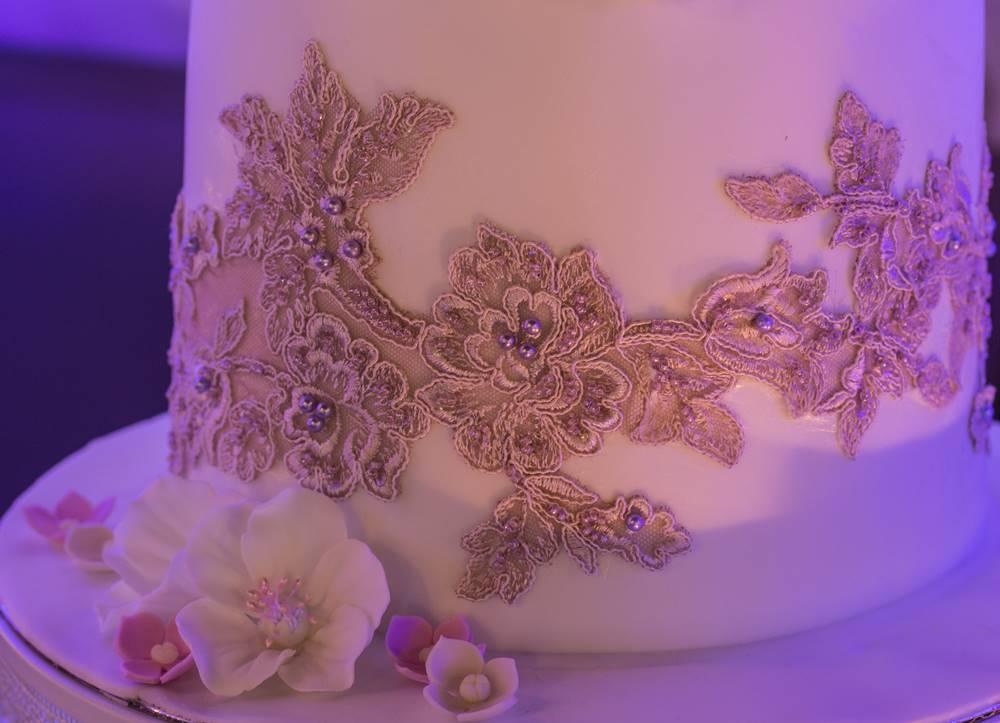 Снимка на детайл от бутиковата торта за парти